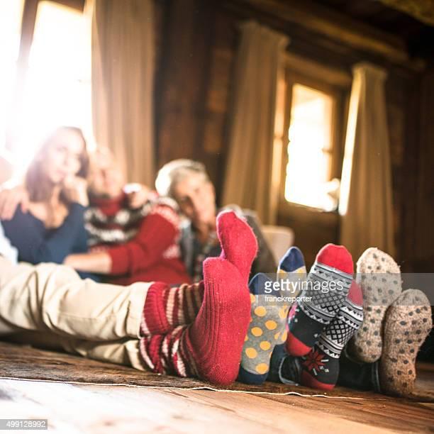 Chaussettes d'hiver sur la salle de séjour de Noël