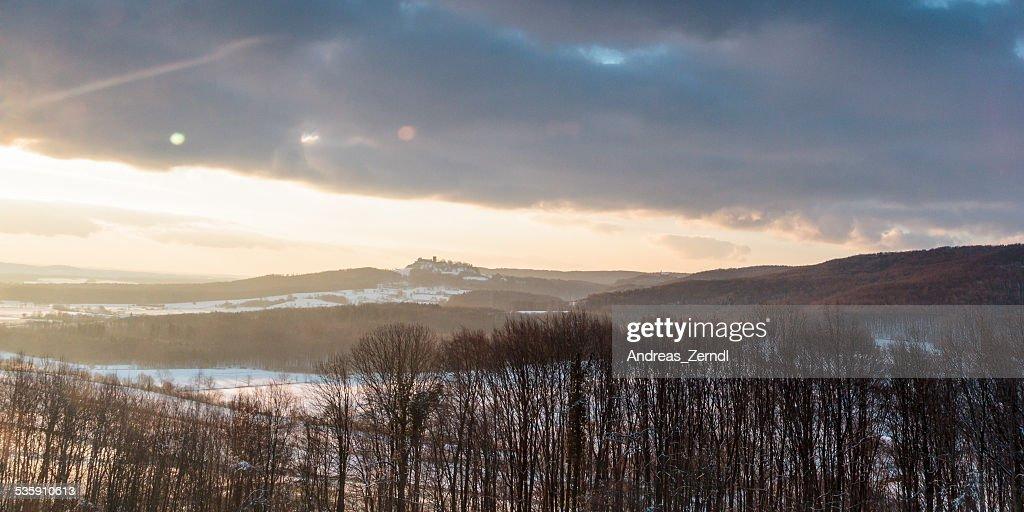 De invierno paisaje al atardecer : Foto de stock