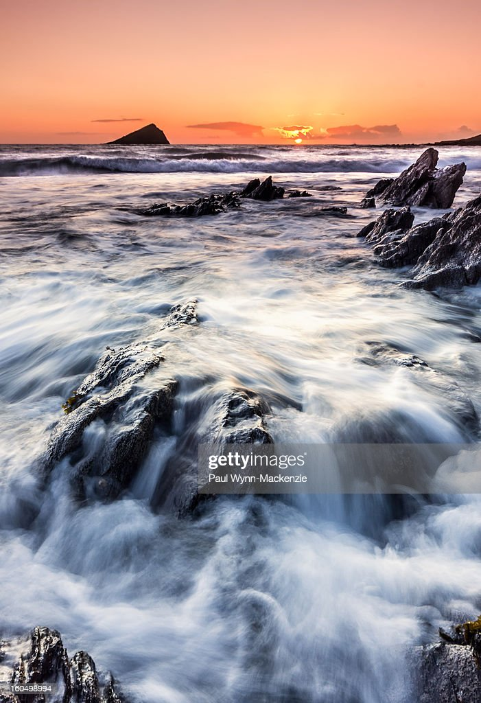 CONTENT] winter, sunset, seascape, wembury, devon, uk, england, rocks, landscape, february, mew stone, waves, pretty, beautiful, cold, coast, portrait, blurred water, sony, slt, a33