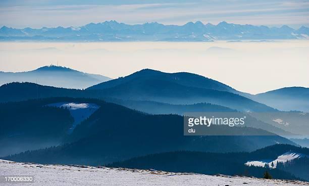 Winter-Blick auf die black forest Landschaft, bis ihn der Schweizer Alpen