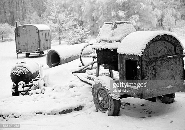 winter weather snow snowy building site building freeze mortar mixer site carriage bad weather allowance