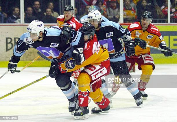 Wintersport / Eishockey DEL 03/04 Duesseldorf DEG Metro Stars Hamburg Freezers Jacek PLACHTA / Freezers Jeff TORY / DEG Shane PEACOCK / Freezers...