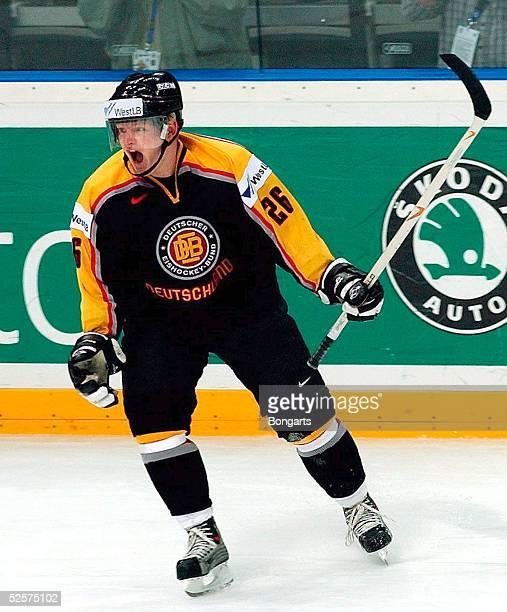 Wintersport / Eishockey WM 2004 Prag Oesterreich Deutschland 13 Jubel Daniel Kreutzer / GER 010504