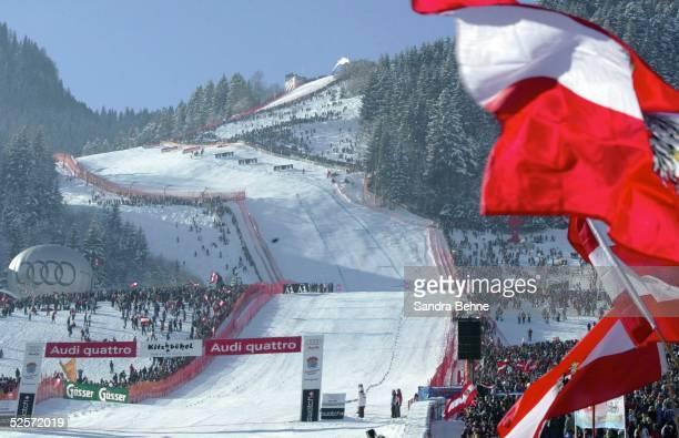 Wintersport / Ski Alpin Weltcup 03/04 Kitzbuehel Abfahrt / Maenner Blick auf die Abfahrt 'Streif' 240104