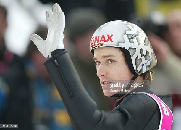 Wintersport / Ski Nordisch / Skispringen Vierschanzentournee 03/04 Bischofshofen Sven HANNAWALD / GER verabschiedet sich winkend 060104