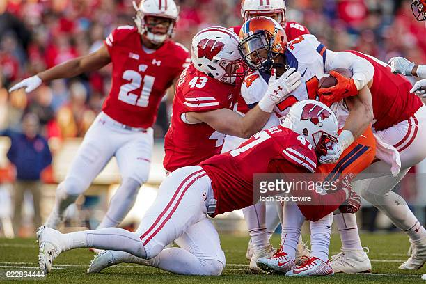 Wisconsin Badgers inside linebacker Ryan Connelly and Wisconsin Badgers outside linebacker Vince Biegel tackle Illinois Fighting Illini defensive...