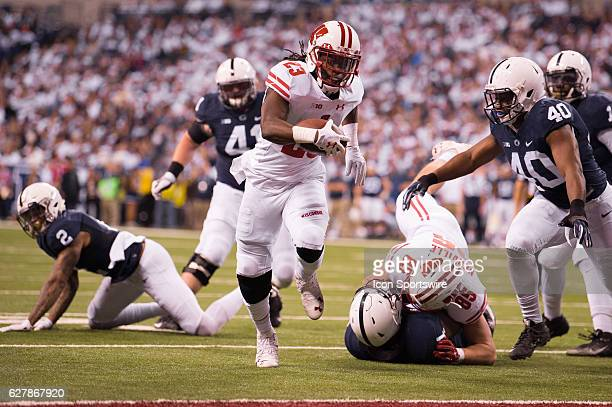 Wisconsin Badgers running back Dare Ogunbowale runs in for a 7 yard touchdown during the Big 10 Championship game between the Penn State Nittany...