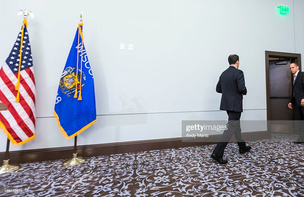 Wisconsin Gov. <a gi-track='captionPersonalityLinkClicked' href=/galleries/search?phrase=Scott+Walker+-+Pol%C3%ADtico&family=editorial&specificpeople=7511934 ng-click='$event.stopPropagation()'>Scott Walker</a> leaves after a news conference September 21, 2015 in Madison, Wisconsin, Walker, a one-time Iowa front-runner in the Republican presidential race, announced that he is ending his bid for the White House.
