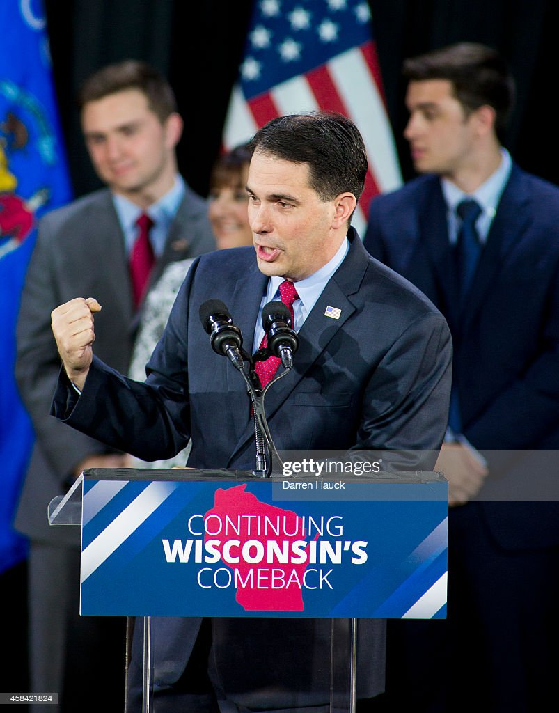 Wisconsin Gov. <a gi-track='captionPersonalityLinkClicked' href=/galleries/search?phrase=Scott+Walker+-+Politiek&family=editorial&specificpeople=7511934 ng-click='$event.stopPropagation()'>Scott Walker</a> speaks at his election night party November 4, 2014 in West Allis, Wisconsin. Walker defeated Democratic challenger Mary Burke.