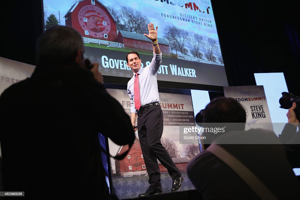 Wisconsin Gov. <a gi-track='captionPersonalityLinkClicked' href=/galleries/search?phrase=Scott+Walker+-+Politiek&family=editorial&specificpeople=7511934 ng-click='$event.stopPropagation()'>Scott Walker</a> speaks to guests at the Iowa Freedom Summit on January 24, 2015 in Des Moines, Iowa. The summit is hosting a group of potential 2016 Republican presidential candidates to discuss core conservative principles ahead of the January 2016 Iowa Caucuses.