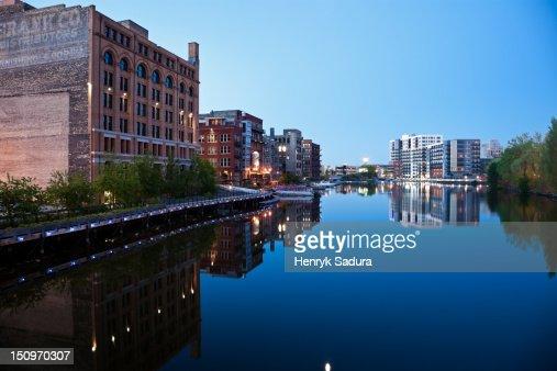 USA, Wisconsin, Milwaukee, City view at dusk