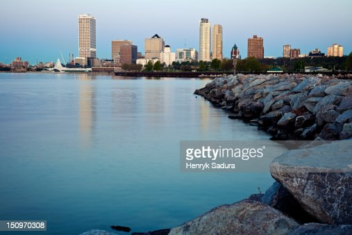 USA, Wisconsin, Milwaukee, City view from Lakefort