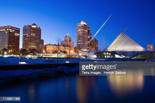 USA, Wisconsin, Milwaukee, Milwaukee Art Museum at night