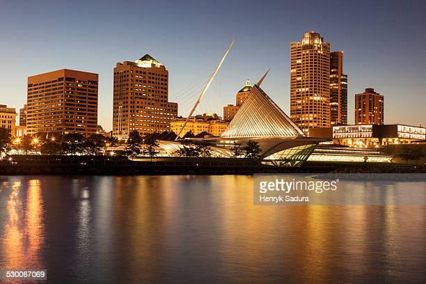 USA, Wisconsin, Milwaukee, Skyline at dusk