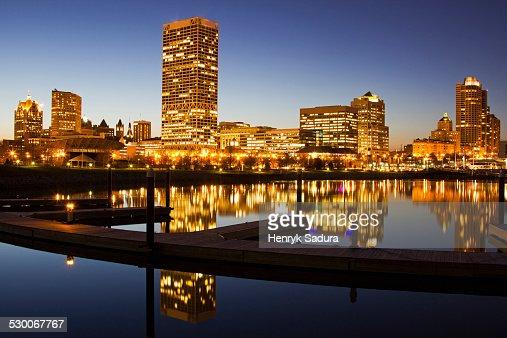 USA, Wisconsin, Milwaukee, Skyscrapers reflecting in Lake Michigan