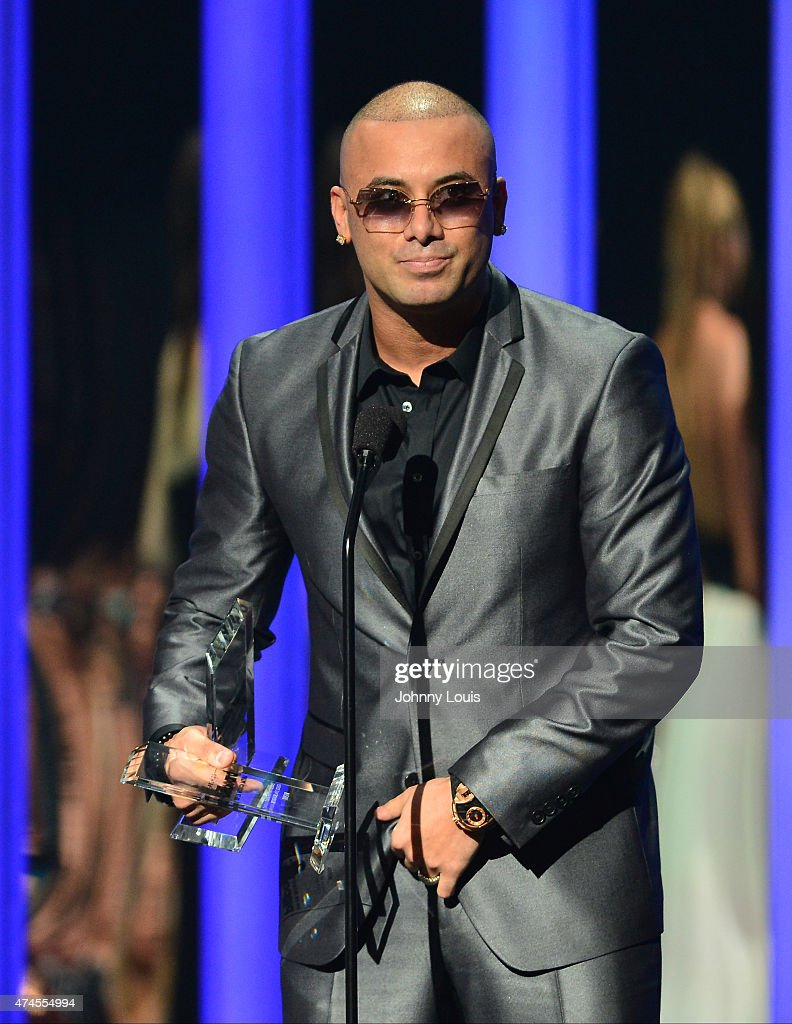 Wisin accepts award at the 2015 Billboard Latin Music Awards presented by State Farm on Telemundo at Bank United Center on April 30, 2015 in Miami, Florida.