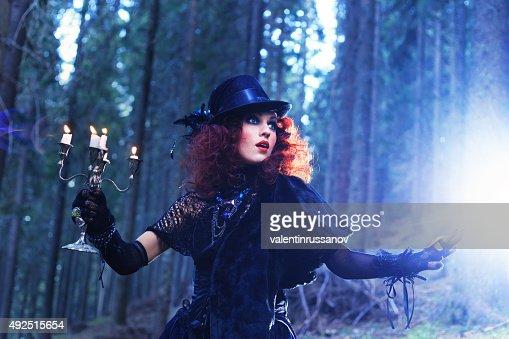 魔女の森林ます。ハロウィーンのテーマ