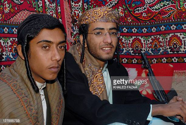 With a kalashnikov on his side 19yearold Yemeni Jew Yussef Saeed Hamdi poses for a picture with an unidentified guest on the first day of his...