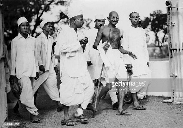 GANDHI with his disciples going to the Cabinet Meeting of the Congress's party at Wardha India
