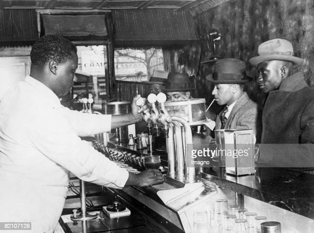 Without only for colored ones in Harlem New York America photography around 1935 [Bar nur fr Farbige in Harlem New York Amerika Photographie um 1935]