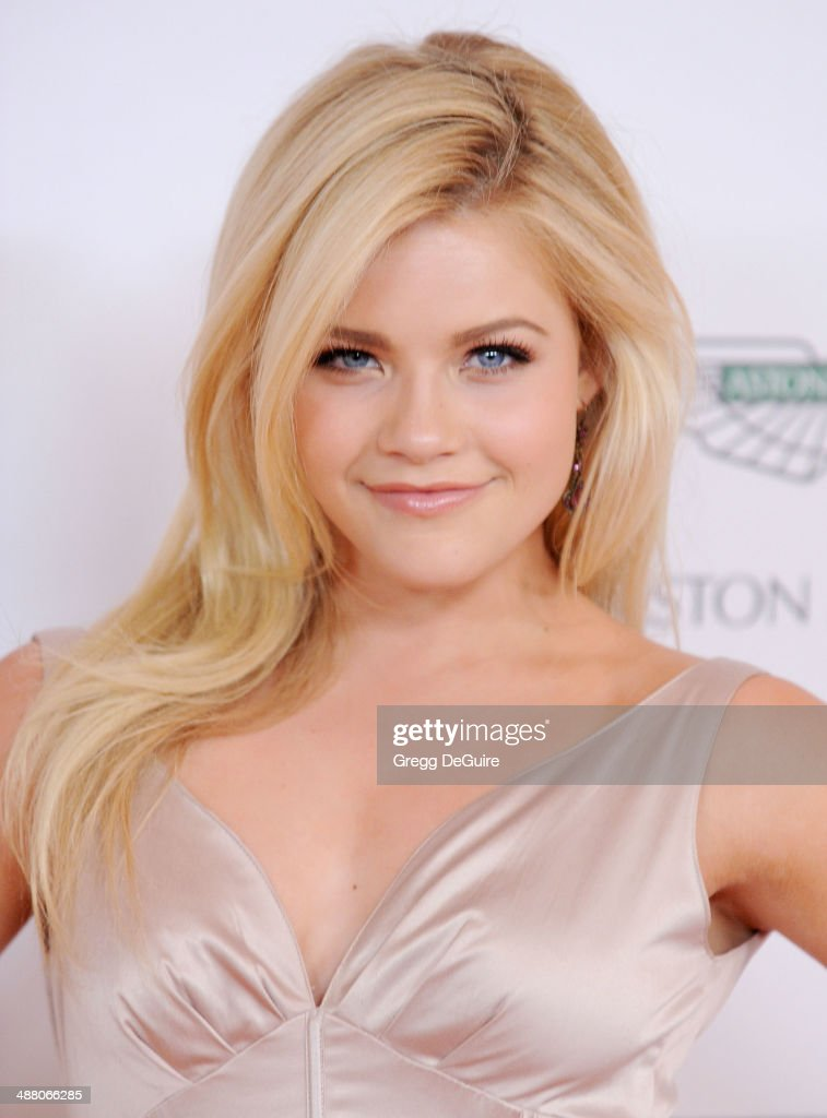 witney carson height and weight