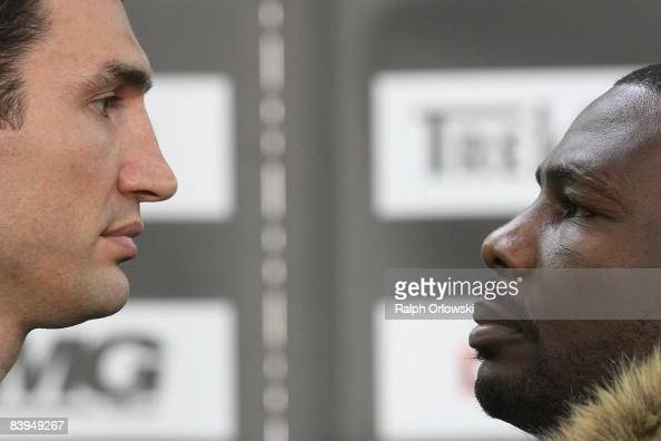 Wladimir Klitschko and Hasim Rahman pose for the media during a press conference at the Media Markt store 2008 in Ludwigshafen Germany Wladimir...