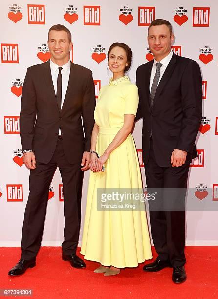 Wladimir Klitschko Natalia Klitschko and Vitali Klitschko attend the Ein Herz Fuer Kinder Gala on December 3 2016 in Berlin Germany