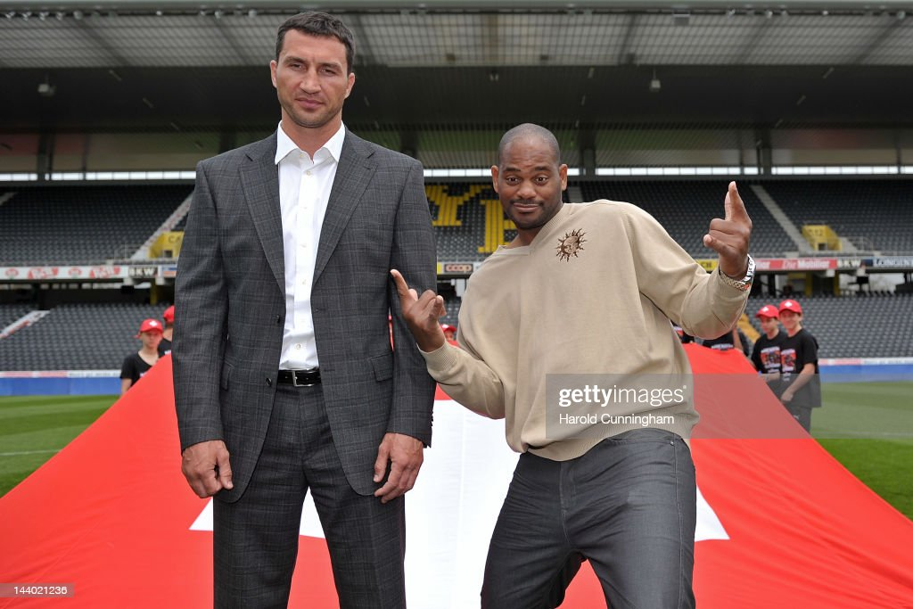 <a gi-track='captionPersonalityLinkClicked' href=/galleries/search?phrase=Wladimir+Klitschko&family=editorial&specificpeople=210650 ng-click='$event.stopPropagation()'>Wladimir Klitschko</a> of Ukraine and <a gi-track='captionPersonalityLinkClicked' href=/galleries/search?phrase=Tony+Thompson&family=editorial&specificpeople=801462 ng-click='$event.stopPropagation()'>Tony Thompson</a> of USA pose during their press conference at the Nationalstadion on May 8, 2012 in Bern, Switzerland. <a gi-track='captionPersonalityLinkClicked' href=/galleries/search?phrase=Wladimir+Klitschko&family=editorial&specificpeople=210650 ng-click='$event.stopPropagation()'>Wladimir Klitschko</a> will defend his WBA, IBF and WBO heavyweight titles in a rematch against challenger <a gi-track='captionPersonalityLinkClicked' href=/galleries/search?phrase=Tony+Thompson&family=editorial&specificpeople=801462 ng-click='$event.stopPropagation()'>Tony Thompson</a> on July 7 2012, in Bern, Switzerland.
