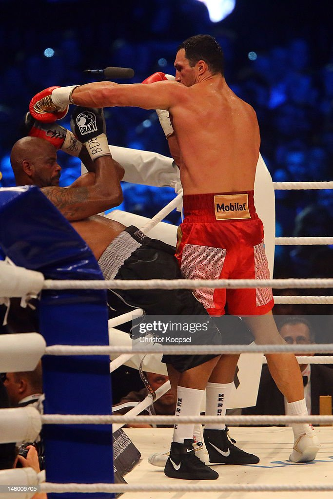 <a gi-track='captionPersonalityLinkClicked' href=/galleries/search?phrase=Wladimir+Klitschko&family=editorial&specificpeople=210650 ng-click='$event.stopPropagation()'>Wladimir Klitschko</a> of Ukraine (R) punch <a gi-track='captionPersonalityLinkClicked' href=/galleries/search?phrase=Tony+Thompson&family=editorial&specificpeople=801462 ng-click='$event.stopPropagation()'>Tony Thompson</a> of USA (L) during the WBA-, IBF,- WBO- and IBO-heavy weight title fight between <a gi-track='captionPersonalityLinkClicked' href=/galleries/search?phrase=Wladimir+Klitschko&family=editorial&specificpeople=210650 ng-click='$event.stopPropagation()'>Wladimir Klitschko</a> of Ukraine and <a gi-track='captionPersonalityLinkClicked' href=/galleries/search?phrase=Tony+Thompson&family=editorial&specificpeople=801462 ng-click='$event.stopPropagation()'>Tony Thompson</a> of USA on July 7, 2012 at Stade de Suisse in Bern, Switzerland.