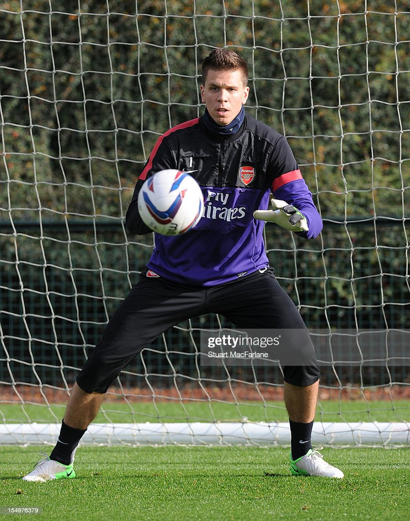 <a gi-track='captionPersonalityLinkClicked' href=/galleries/search?phrase=Wojciech+Szczesny&family=editorial&specificpeople=6539507 ng-click='$event.stopPropagation()'>Wojciech Szczesny</a> of Arsenal during a training session at London Colney on October 29, 2012 in St Albans, England.