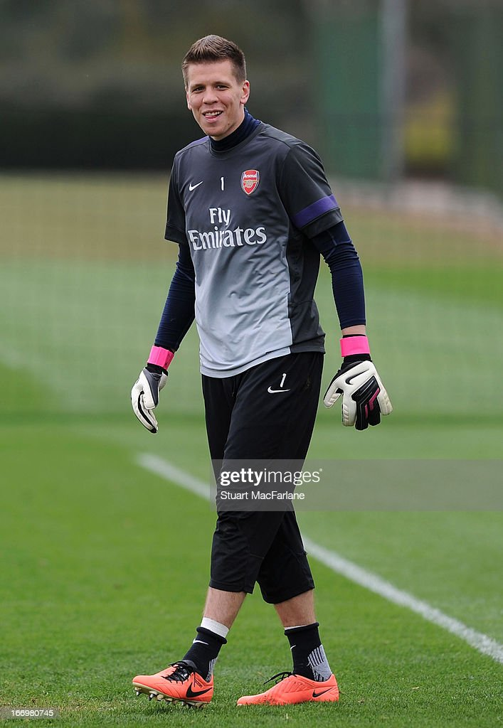 <a gi-track='captionPersonalityLinkClicked' href=/galleries/search?phrase=Wojciech+Szczesny&family=editorial&specificpeople=6539507 ng-click='$event.stopPropagation()'>Wojciech Szczesny</a> of Arsenal during a training session at London Colney on April 19, 2013 in St Albans, England.