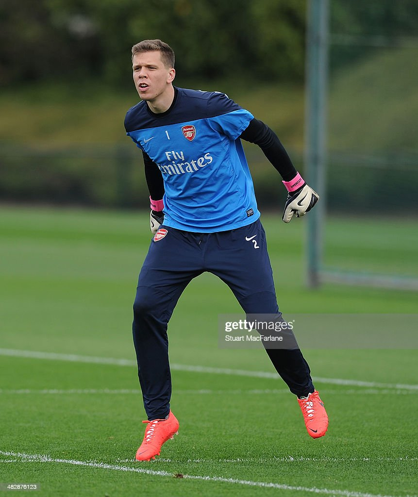 <a gi-track='captionPersonalityLinkClicked' href=/galleries/search?phrase=Wojciech+Szczesny&family=editorial&specificpeople=6539507 ng-click='$event.stopPropagation()'>Wojciech Szczesny</a> of Arsenal during a training session at London Colney on April 5, 2014 in St Albans, England.