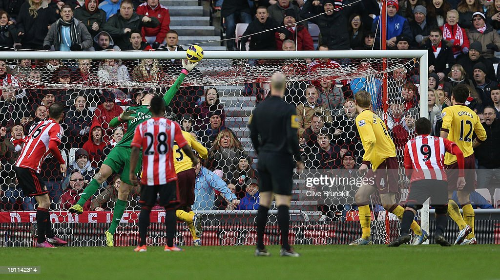Wojciech Szczesny of Arsenal makes a last minute save with his finger tips during the Barclays Premier League match between Sunderland and Arsenal at the Stadium of Light on February 9, 2013 in Sunderland, England.