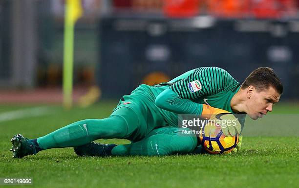 Wojciech Szczesny of AS Roma in action during the Italian Serie A football match between AS Roma and Pescara on November 27 2016 at Rome's Olympic...