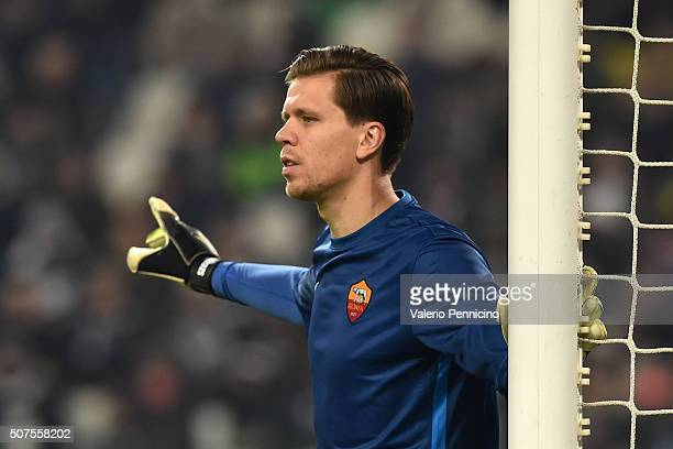 Wojciech Szczesny of AS Roma issues instructions during the Serie A match between Juventus FC and AS Roma at Juventus Arena on January 24 2016 in...