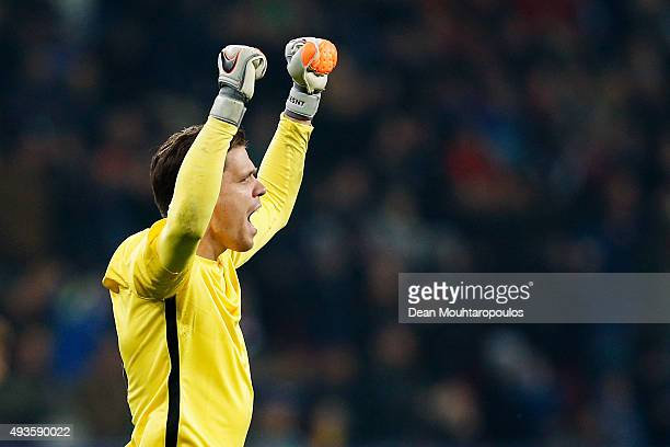 Wojciech Szczesny of Roma celebrates a team mates goal during the UEFA Champions League Group E match between Bayer 04 Leverkusen and AS Roma at...