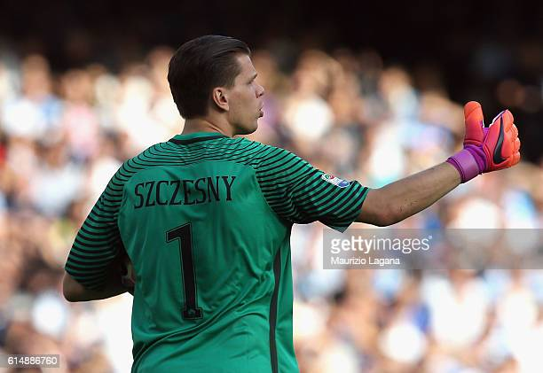 Wojciech Szczesny of Roma during the Serie A match between SSC Napoli and AS Roma at Stadio San Paolo on October 15 2016 in Naples Italy