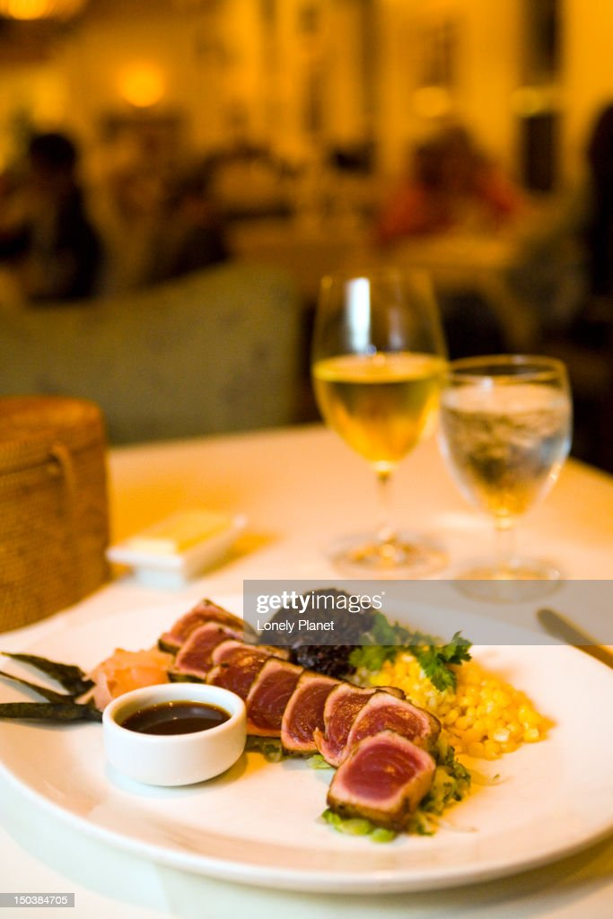 Wok seared ahi at Merriman's Restaurant, Waimea, Waimea Region. : Stock Photo