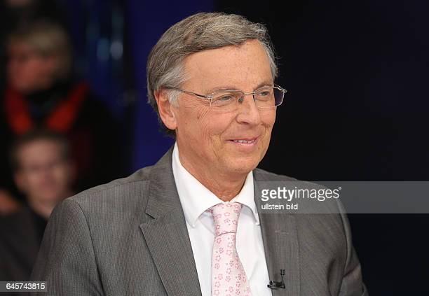 Wolfgang Bosbach in der ZDFTalkshow 'Maybrit_Illner' am in BerlinThema der Sendung Krieg der Islamisten Hilflos gegen den Terror