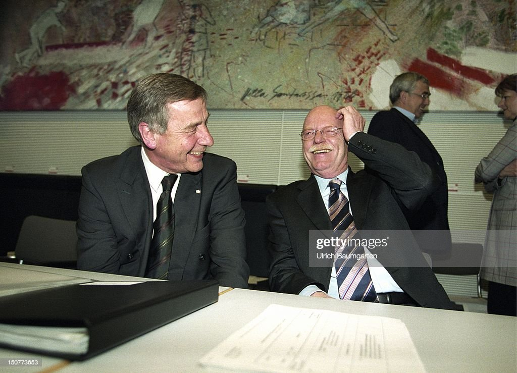 Wolfgang CLEMENT ( SPD ), Federal Minister for Economics and Labour, and Peter STRUCK ( SPD ), Federal Minister of Defence, during a SPD party meeting.
