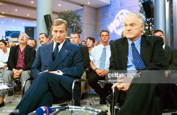 Wolfgang Clement SPDMitglied und Ministerpräsident von NordrheinWestfalen sitzt neben seinem Kontrahenten dem CDULandesvorsitzenden und Mitglied des...