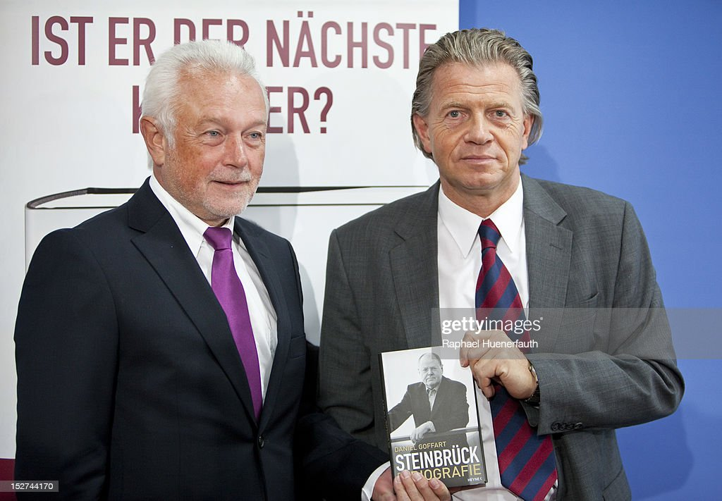 Wolfgang Kubicki (L), companion of Steinbrueck, and Daniel Goffart (R), Author -Steinbrueck - Die Biografie-, presents the biography of Peer Steinbrueck, at the building of the Bundespressekonferenz on September 24, 2012 in Berlin, Germany. Steinbrueck is one of three possible candidates for the SPD as chancellor next year.