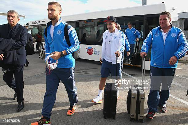 Wolfgnag Niersbach President of the German national football association boards with Shkodran Mustafi and his team mate Mario Goetze for the team...