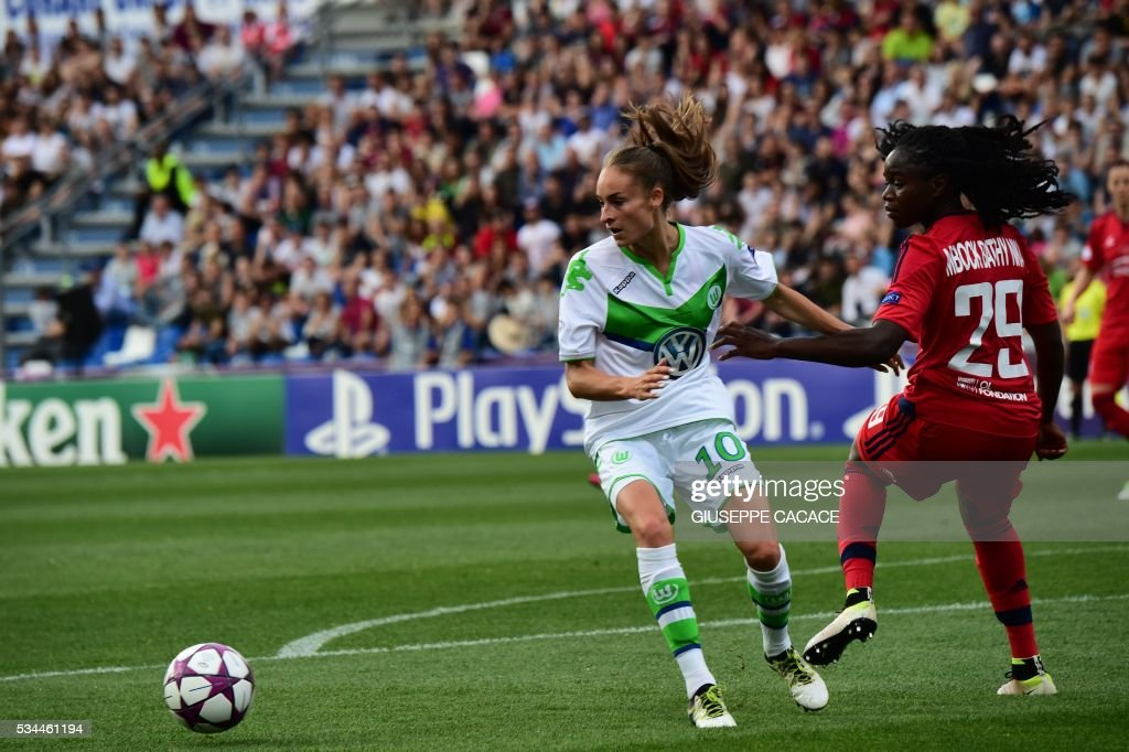 Wolfsburg's forward from Belgium Tessa Wullaert (L) fights for the ball with Olympique Lyonnais' defender from France Griedge M'Bock Bathy during the UEFA Women's Champions League Final football match VFL Wolfsburg vs Lyon at the Citta del Tricolore stadium in Reggio Emilia on May 26, 2016. / AFP / GIUSEPPE