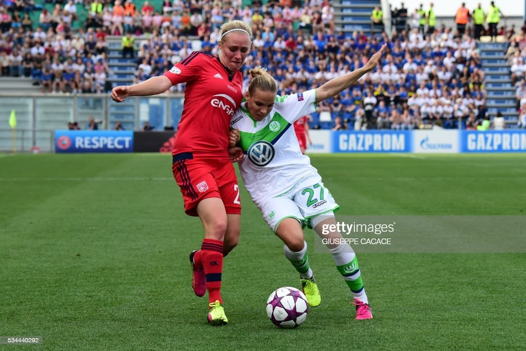 Wolfsburg's midfielder from Germany Isabel Kerschowski (R) fights for the ball with Olympique Lyonnais' forward from Germany Pauline Bremer during the UEFA Women's Champions League Final football match VFL Wolfsburg vs Lyon at the Citta del Tricolore stadium in Reggio Emilia on May 26, 2016. / AFP / GIUSEPPE