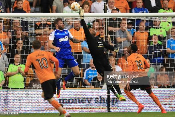Wolverhampton Wanderers' Carl Ikeme tips the ball away from Ipswich Town's Daryl Murphy