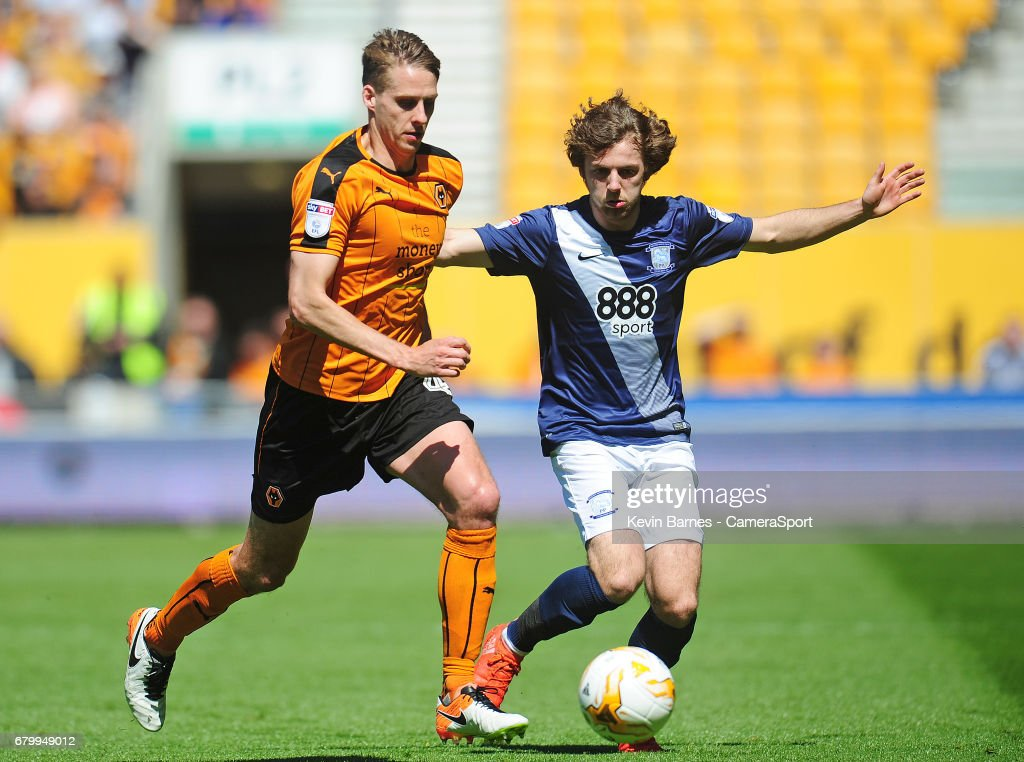 Wolverhampton Wanderers' David Edwards under pressure from Preston North End's Ben Pearson during the Sky Bet Championship match between Wolverhampton Wanderers and Preston North End at Molineux on May 7, 2017 in Wolverhampton, England.