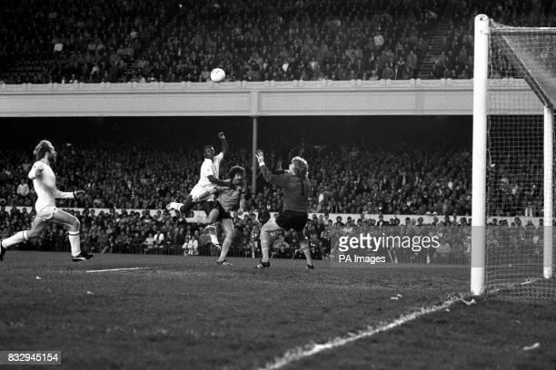 Wolverhampton Wanderers goalkeeper Paul Bradshaw can only watch in vain as Tottenham Hotspur's Garth Crooks scores