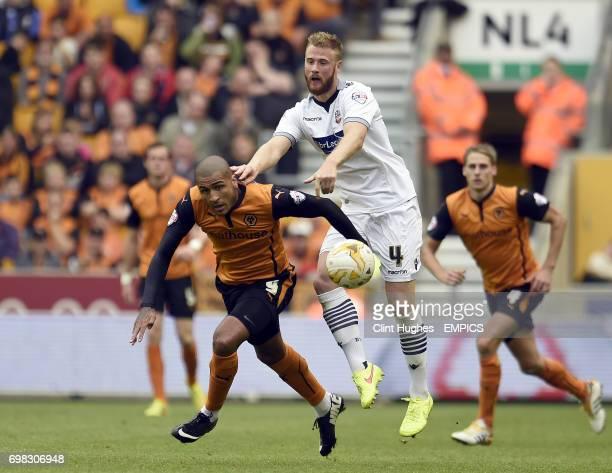 Wolverhampton Wanderers Leon Clarke and Bolton Wanderers Matt Mills battle for the ball