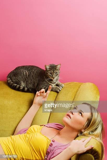 Femme et chat-contemplation